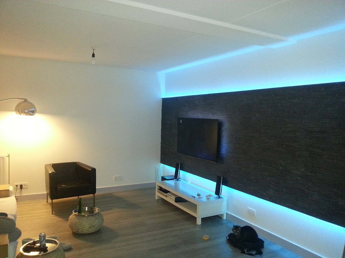 led verlichting achter tv inspiratie door ledstripkoning. Black Bedroom Furniture Sets. Home Design Ideas